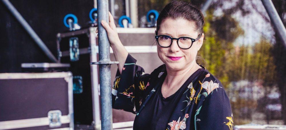 Eine Kabarettistin sauehrlich: Claudia Rohnefeld