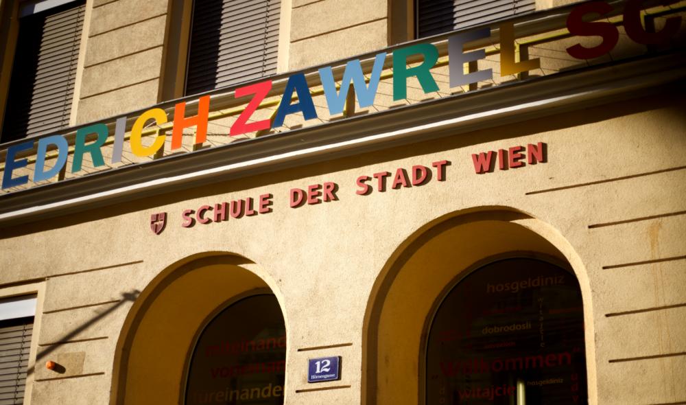 Die Erinnerungen der Österreicher*innen zum ersten Schultag, die auch du vielleicht teilst