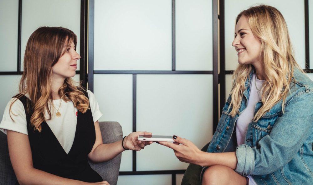 Moderatorin und Tänzerin Anna Illenberger im Handy-Interview