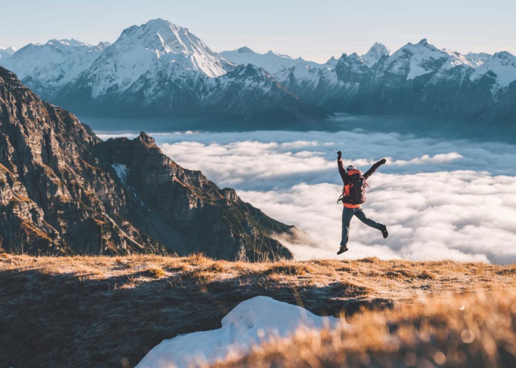 Durch den Nebel hindurch: Sagenhafte Bilder von der Tiroler Nocksteinspitze im November, die dich staunen lassen